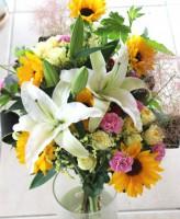百合とヒマワリの花束