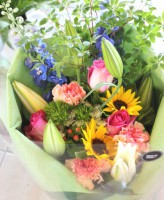 百合 ヒマワリの花束