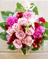 ピンク赤バラのアレンジメント